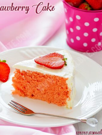 Eggless Strawberry Cake Recipe