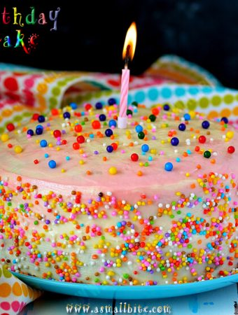 Eggless Vanilla Birthday Cake